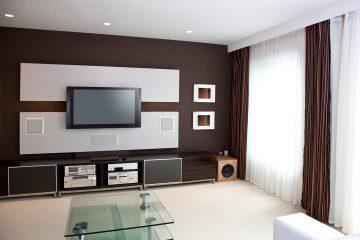 מערכת קולנוע ביתי קומפלט, רמקולים שקועים, רסיברים וטלוויזיות איכותיות